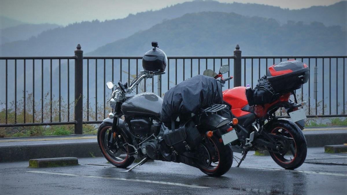 雨のバイクツーリングの対策まとめ