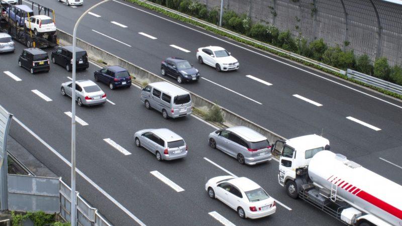 高速道路の路肩走行は完全に違反