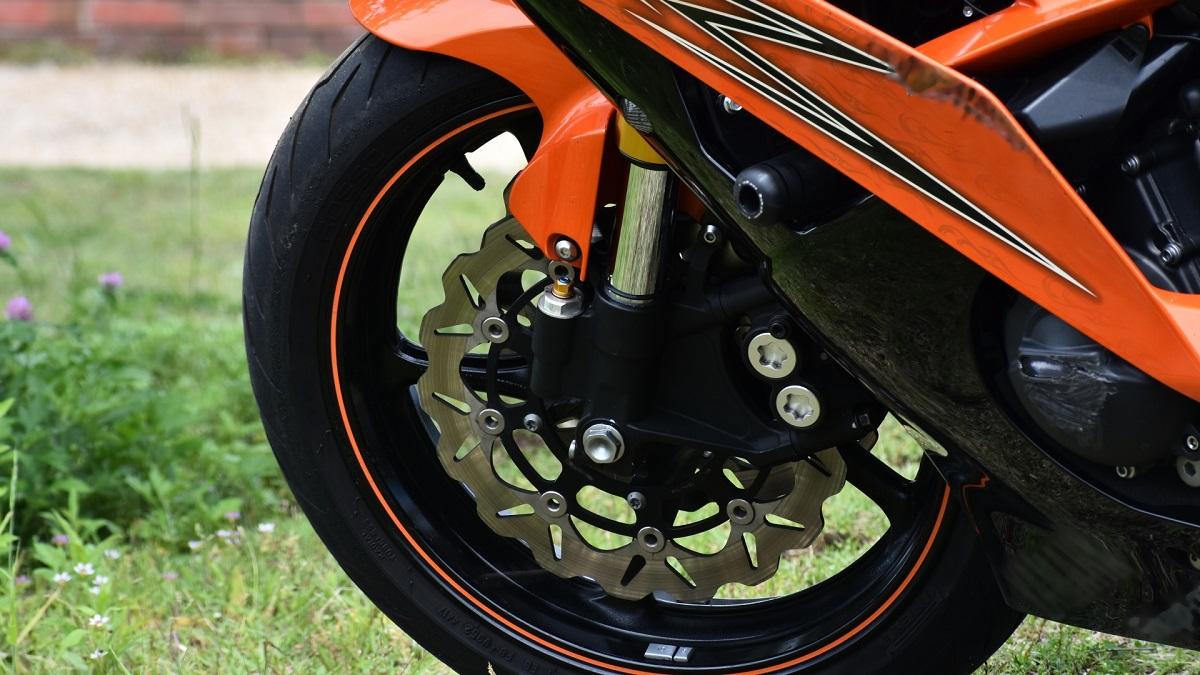 バイクのタイヤ空気圧!適正値や入れ方・頻度