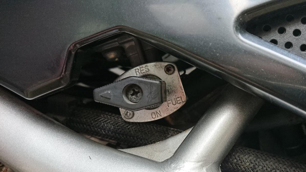 バイクのリザーブタンクとは何?構造やコックの使い方を詳しく解説