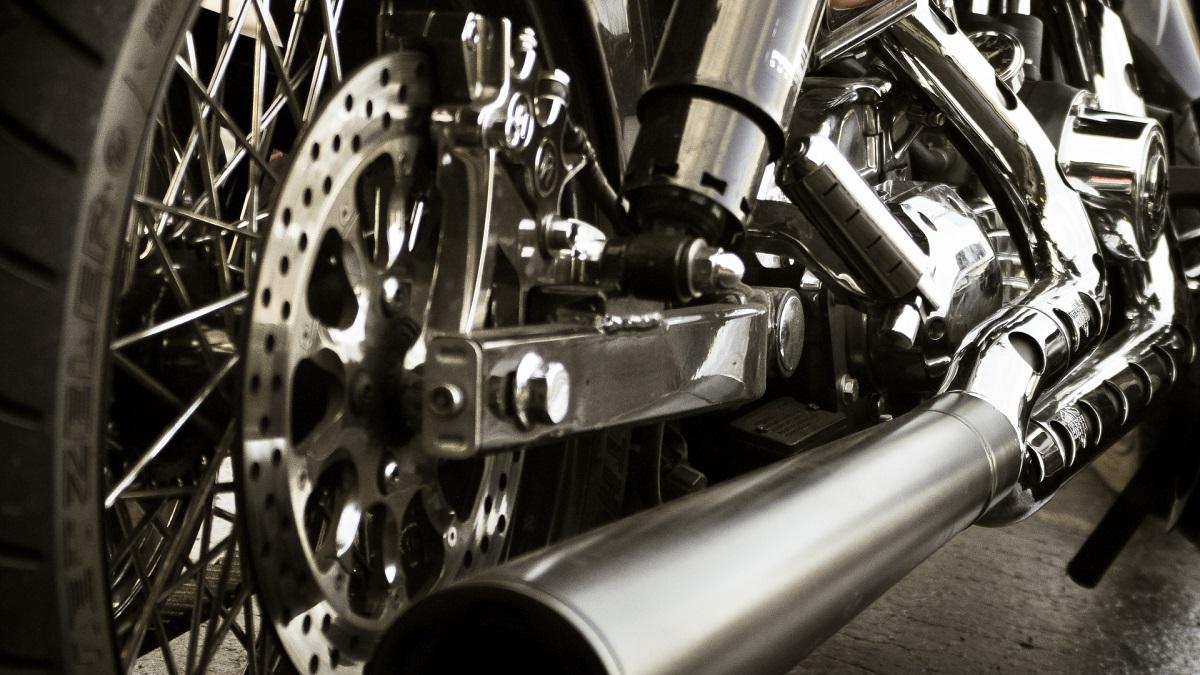 バイクのマフラー保安基準!車検に通る音量と排ガス