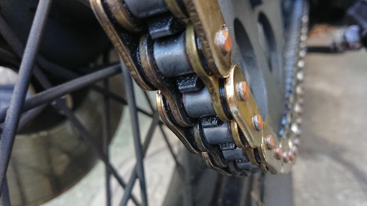 バイクのチェーンの注油と清掃の方法は?頻度はどれくらい?