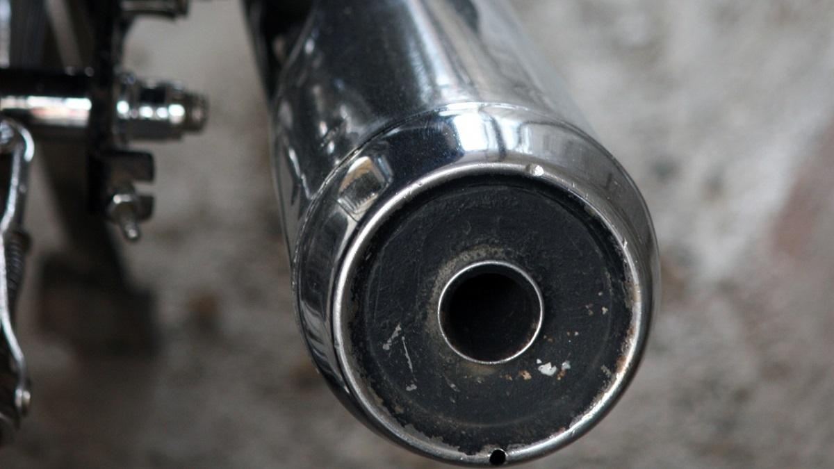 バイクのマフラーから白煙が出る!