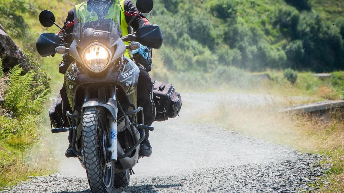 バイクのヘッドライトの常時点灯!昼間も点けないと違反になる?