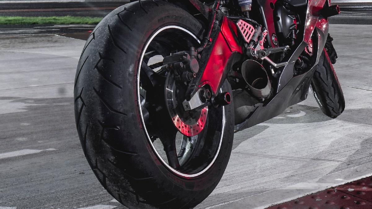 バイクのタイヤ交換の値段(工賃)はいくら?相場や目安について