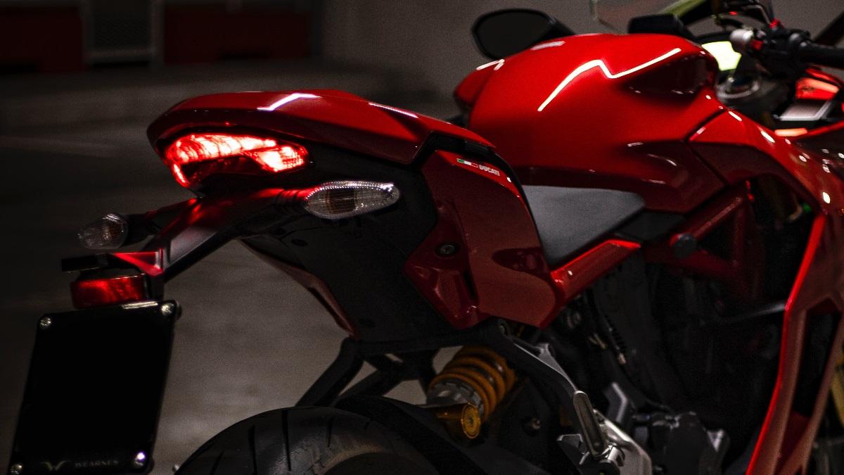 バイクのテールランプの保安基準!車検に通る光量や面積は?