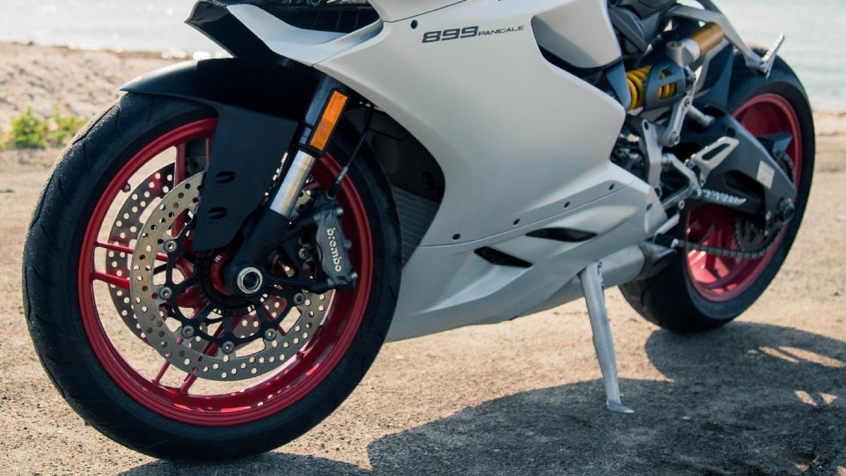 バイクのタイヤの種類を解説!ラジアルとかバイアスって何?