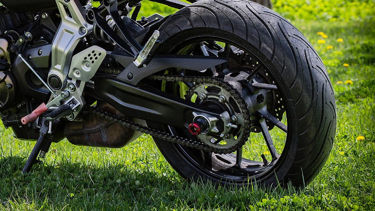 バイクのスプロケット交換!丁数変更の効果と乗り味の関係は?