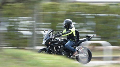 道路の縦溝(グル―ビング)はバイクだと怖い!安全な走り方は?