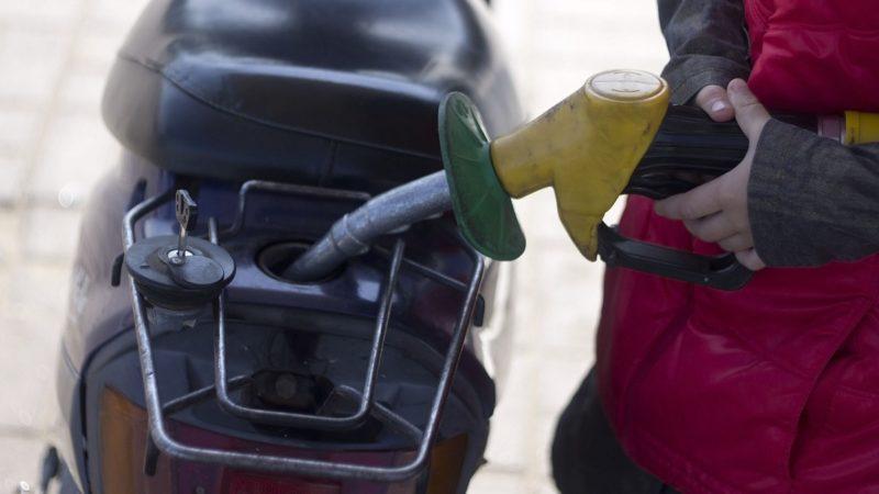 ガス欠や燃料コックを確認する