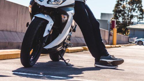 バイクのギアチェンジで靴が傷む&足が痛む時の保護方法