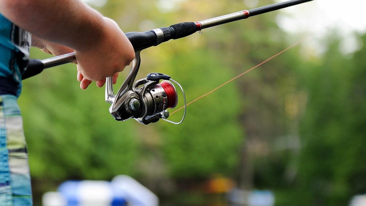 バイクに釣り竿を積載する方法は?おすすめの釣竿ホルダーも紹介