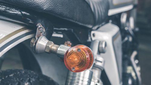 バイクのウインカーが点滅しない(点かない)時の原因と対処法