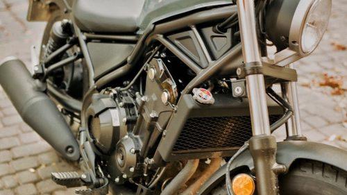 バイクの冷却水(クーラント)漏れ!症状や原因、修理費用を解説