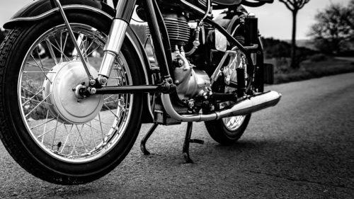 バイクのセンタースタンドの正しい立て方!楽にできるコツも紹介