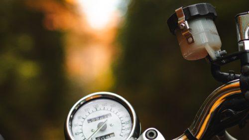 バイクのブレーキフルード(ブレーキオイル)の交換時期と工賃を解説