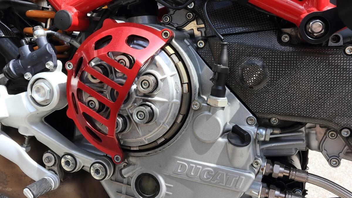 バイクのスリッパークラッチとは?初心者向けにわかりやすく解説!